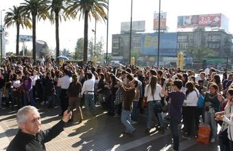 Alumnos de Publicidad organizan multitudinario flashmob en la Estación Central