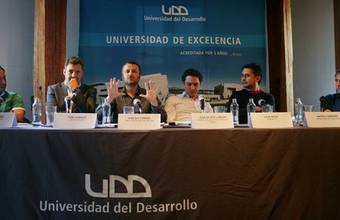 """Cine UDD realiza debate """"Premios No Público"""""""