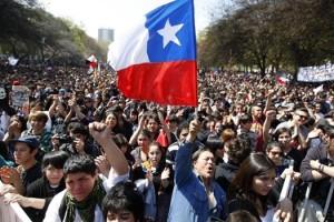 Encuesta UDDPulso, Qué vemos, cómo vemos y qué hacemos los chilenos