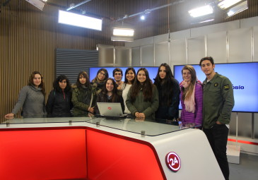 Alumnos de primero visitaron medios y empresas de la Región
