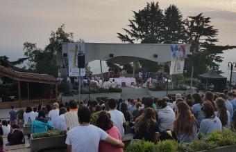 Alumnos de Periodismo UDD reportean visita del Papa en Chile
