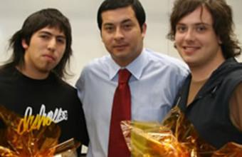 Alumnos UDD debutan con éxito en Torneo de Actualidad