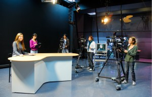 Alumnos en estudio TV 2