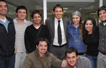 Alumnos de colegios participan en taller con Gustavo Huerta