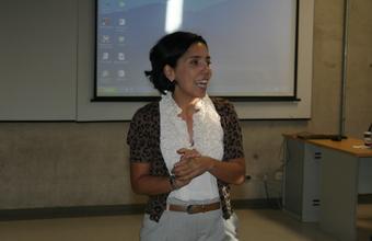 Encuentro de Paula Molina con alumnos de Periodismo UDD