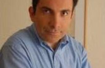 Profesor de Periodismo UDD en Feria del Libro de Bogotá