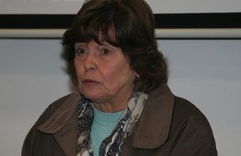 Alumnos de Periodismo se reúnen con María Olivia Mönckeberg