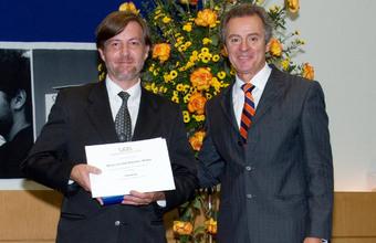 UDD premia a mejores alumnos y docentes 2012