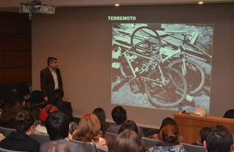 "Tito Matamala presentó su nuevo libro ""Chile Bicicleta"" en la UDD"