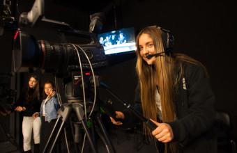 EXPLORA UDD: EXPERIMENTA EL PERIODISMO EN NUESTROS ESTUDIOS DE TV Y RADIO