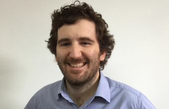 """Cristian Mackenna: """"Estamos logrando que los alumnos desarrollen un piloto de un emprendimiento periodístico"""""""