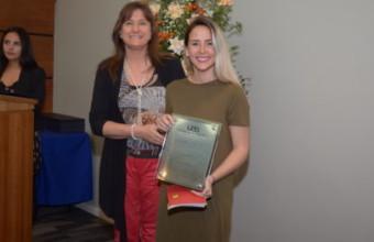 Periodista UDD recibe Premio Espíritu Emprendedor 2016