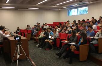 Iván Valenzuela dejó frases inolvidables a los nuevos alumnos de Periodismo UDD