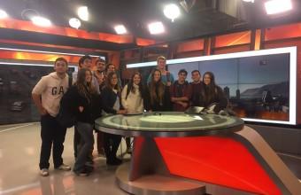 Alumnos de Periodismo UDD visitan Canal 13