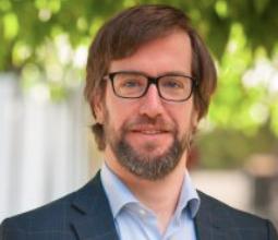 Comunicación y política: Profesor de Periodismo UDD dicta clases en Universidad de México