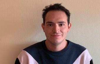 """Matías Sánchez: """"La educación práctica de Periodismo UDD me permitió obtener estos logros"""""""