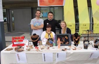 Estudiantes de Publicidad UDD aplicaron modelos de negocios a emprendimiento de Mujeres ON